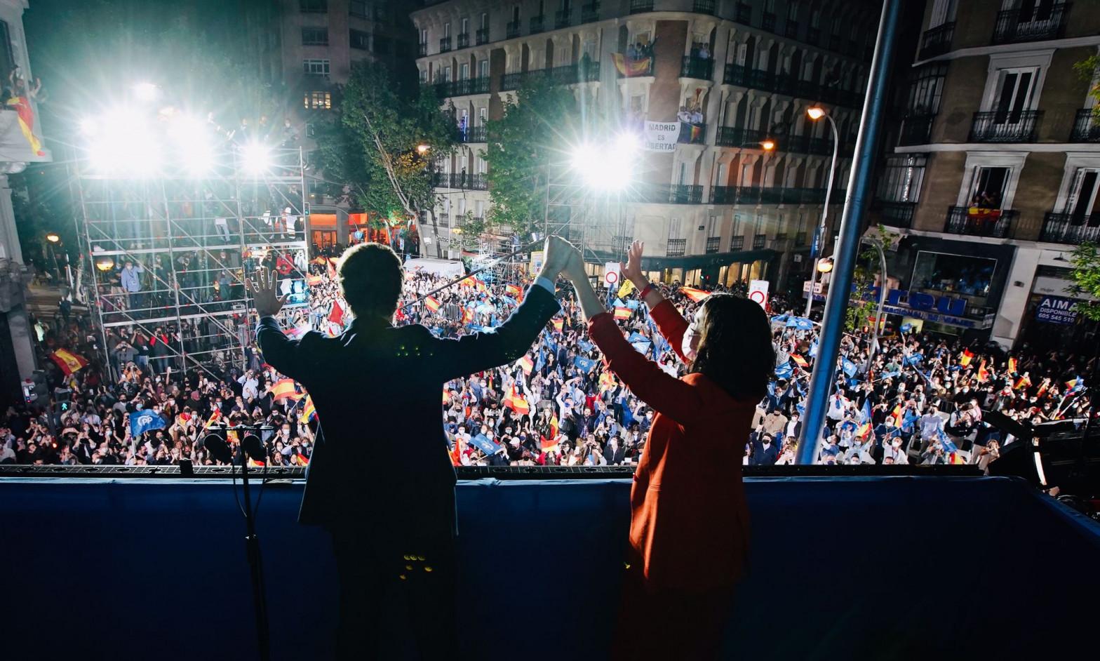 Ayuso pinta de azul el 'cinturón rojo' de Madrid: gana en 176 de sus 179 municipios