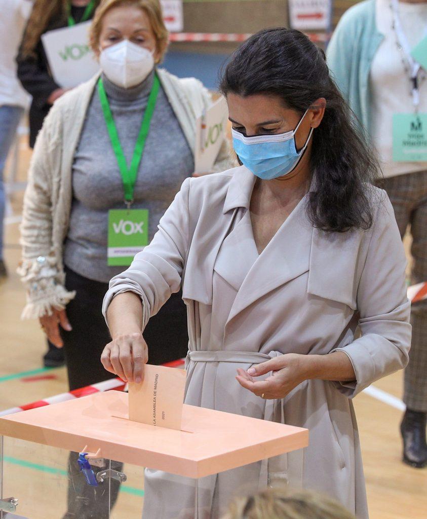 Rocío Monasterio, de Vox, votando el 4-M