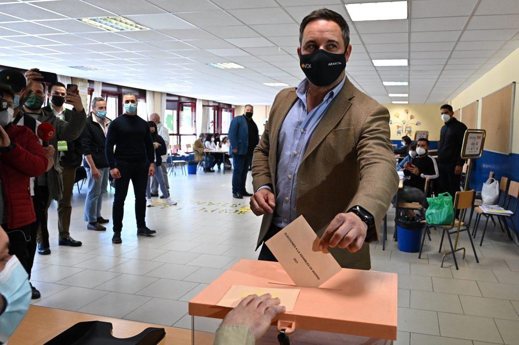 Santiago Abascal, líder de Vox, votando el 4-M