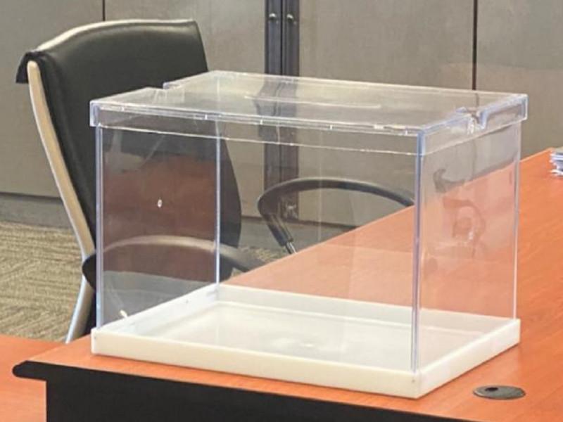 La Embajada de Malasia pone una urna para los madrileños, pero no llegan las papeletas