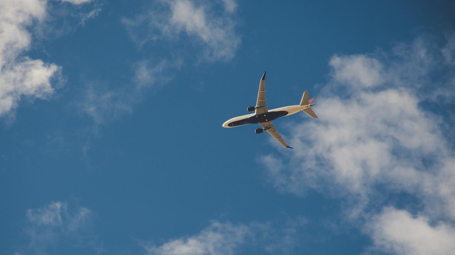 España amplía hasta el 25 de mayo limitaciones a vuelos de Brasil y Sudáfrica