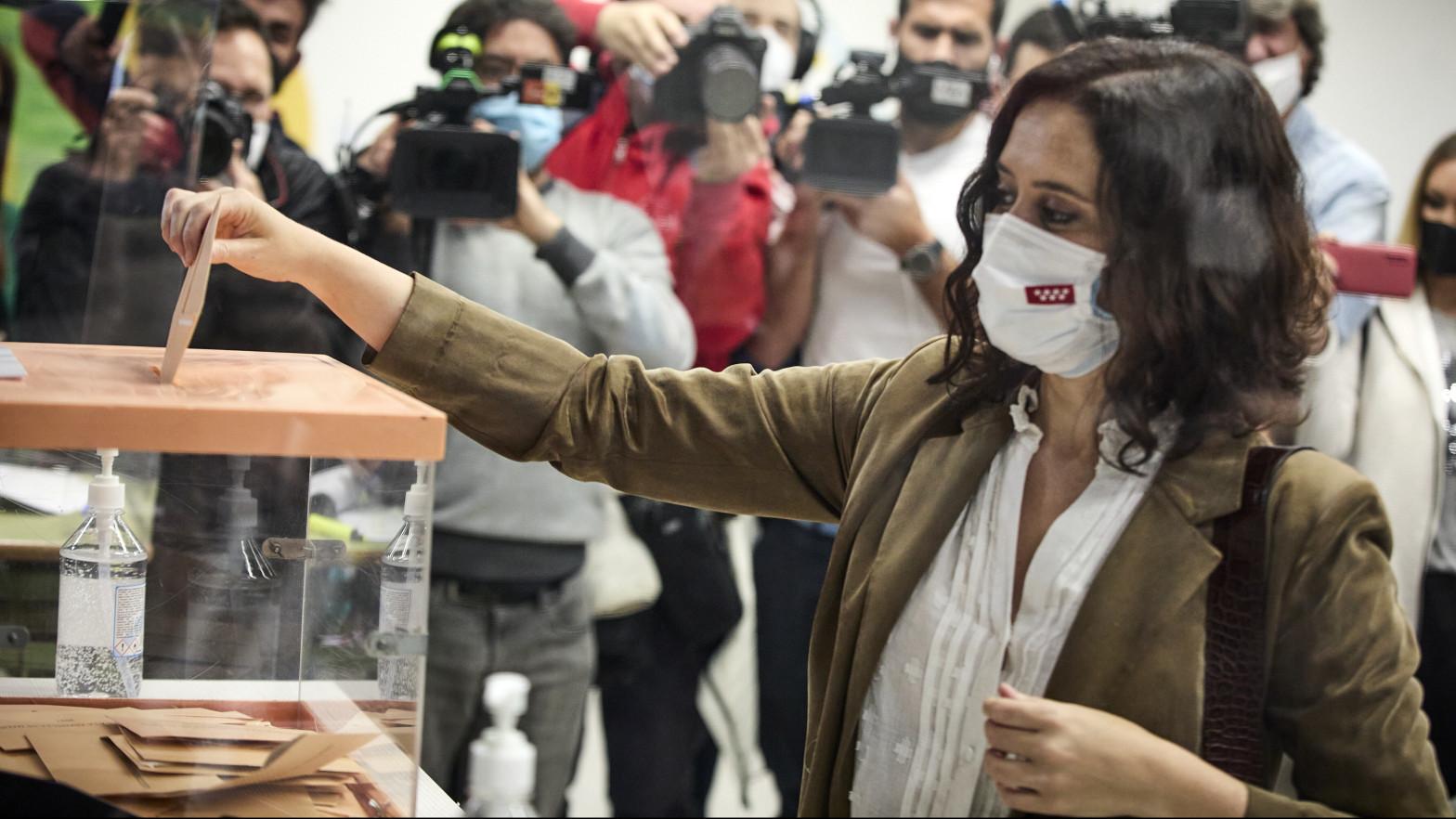 Mariachis en la sede de Podemos y los mejores memes de la noche electoral del 4-M