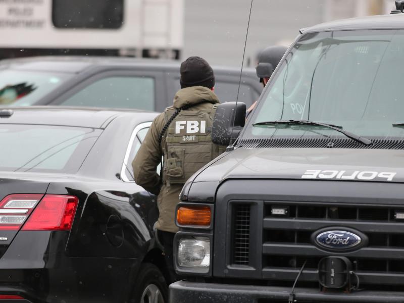 Agentes del FBI disparan a un intruso que trataba de entrar a la sede de la CIA