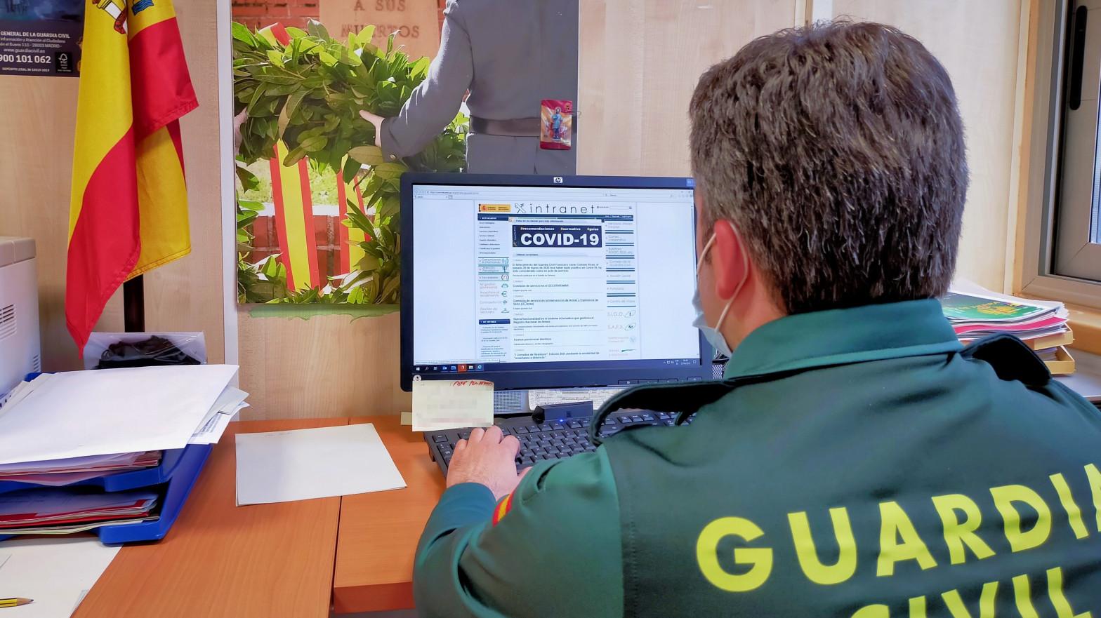 Denuncian que 15 guardias civiles se han contagiado por coronavirus en Barcelona.