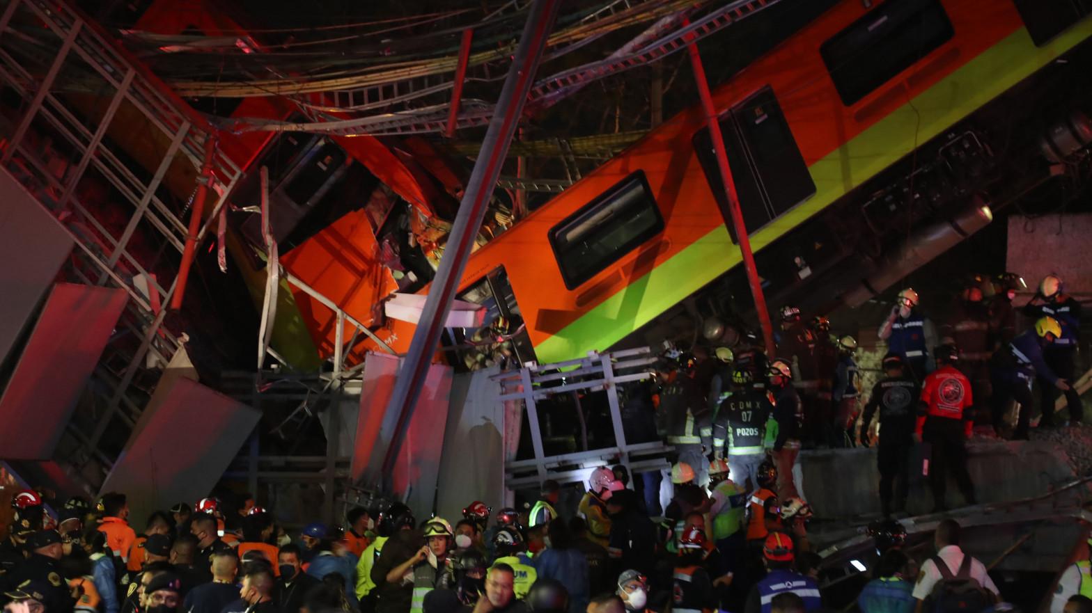 Al menos 15 muertos y 70 heridos al hundirse un metro elevado en Ciudad de México