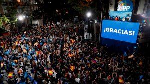 Ayuso arrasa en la capital: el PP gana en los 21 distritos de Madrid, incluido Vallecas