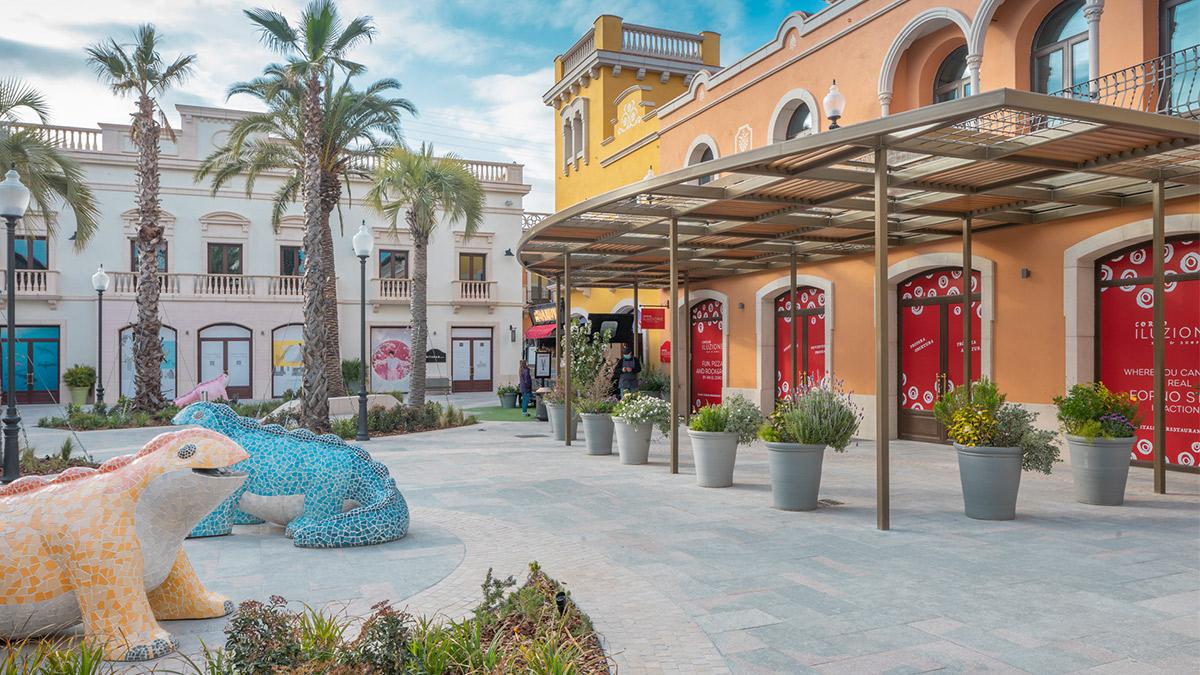 La Roca Village renueva sus instalaciones y refuerza su oferta de firmas de moda con  nuevas boutiques