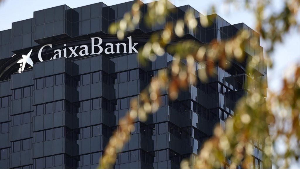 La nueva Caixabank gana 4.786 millones hasta marzo por la fusión con Bankia