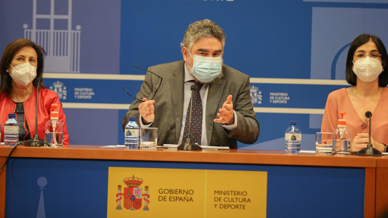 Darias, Robles y Uribes se saltan al comité de expertos para vacunar a los deportistas olímpicos