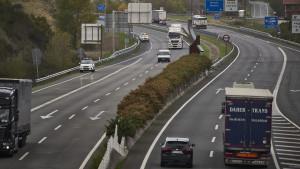 ACS y Ferrovial prometen 12.649 millones anuales al Gobierno si les deja explotar los peajes de las autovías