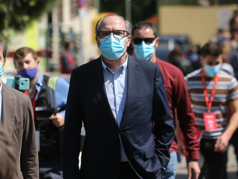 """El director médico del Ramón y Cajal dice que Ángel Gabilondo está """"muy recuperado"""""""