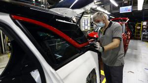La producción industrial sube un 15% frente al marzo del inicio de pandemia