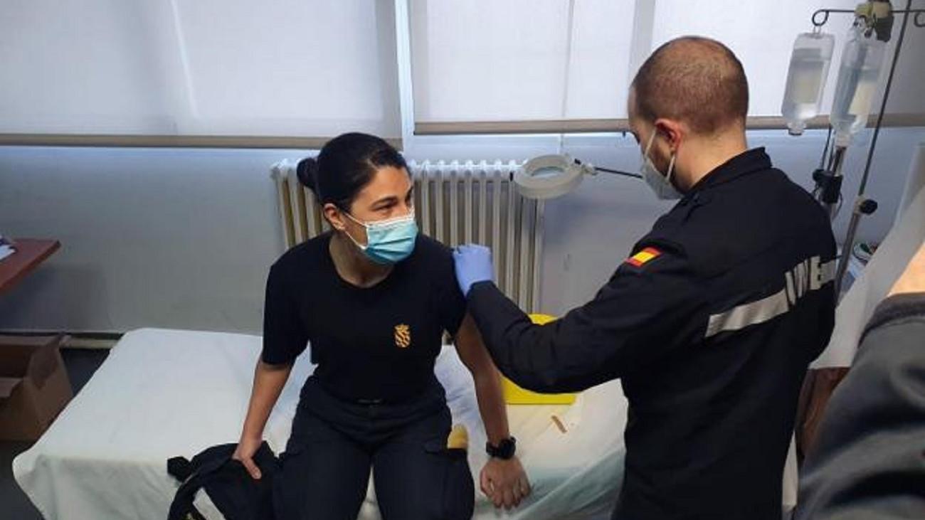 Malestar en las embajadas: Robles vacuna a los agregados y Laya olvida a los diplomáticos