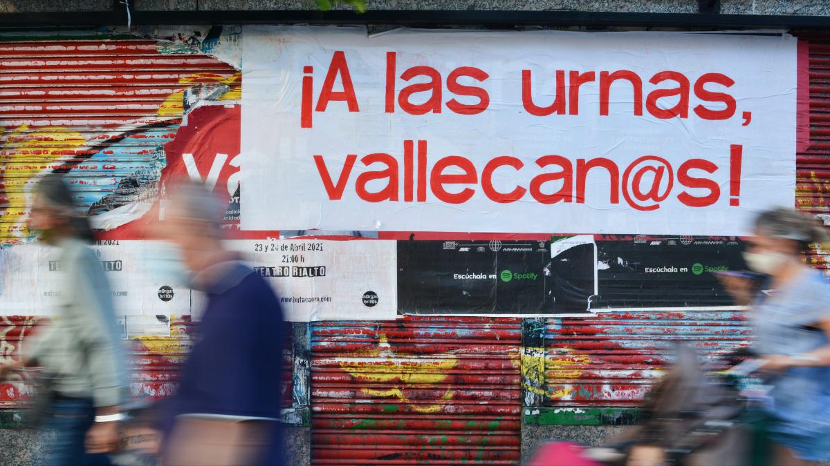 """Vallecas, la 'plaza roja' que Ayuso tiñó de azul: """"Es la primera vez que votamos al PP"""""""