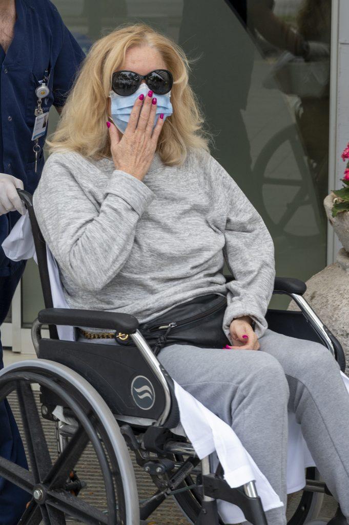 Bárbara Rey, saliendo del hospital tras estar ingresada por coronavirus