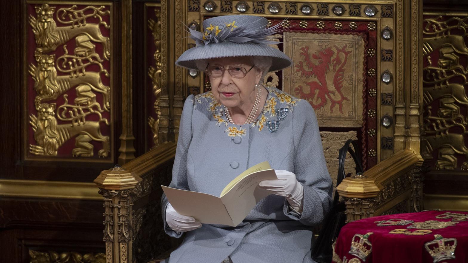La reina Isabel de Inglaterra reaparece en su primer acto público tras la muerte de su esposo