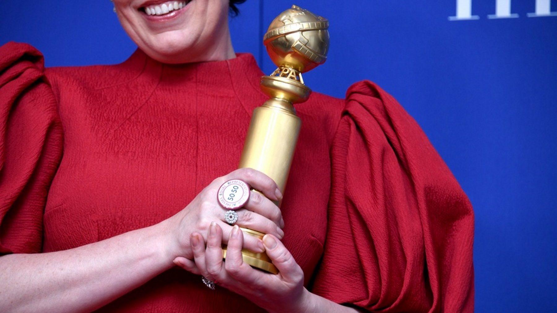Olivia Colman con un Globo de Oro