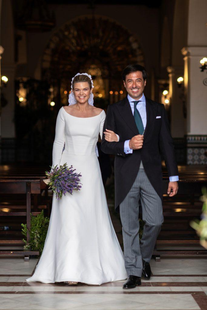 Alejandra Ruiz y su marido Ernesto de Novales tras darse el 'sí, quiero'.