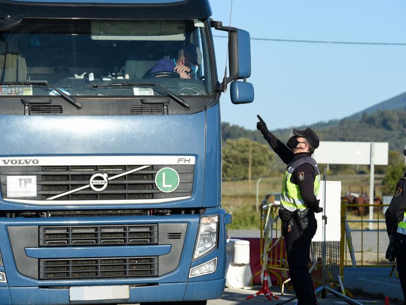 Cisma entre los transportistas y la gran distribución por los peajes en las carreteras