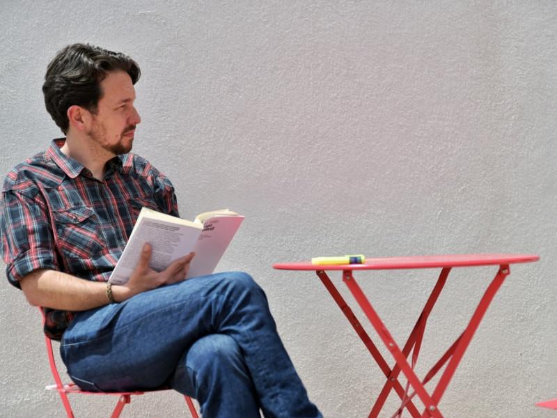 Pablo Iglesias se corta la coleta tras abandonar la política