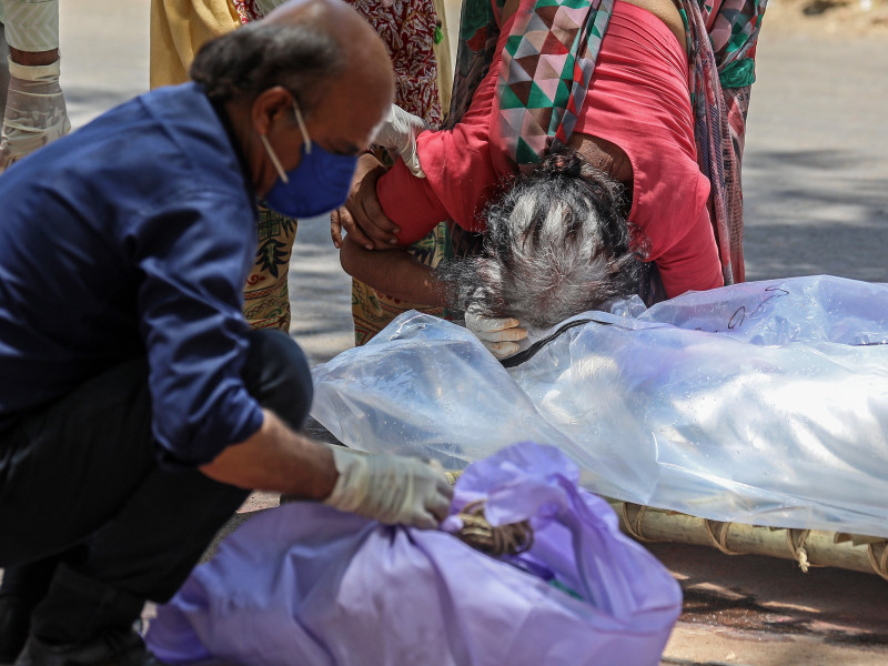 La India bate un nuevo récord de muertes por covid: 4.205 en el último día
