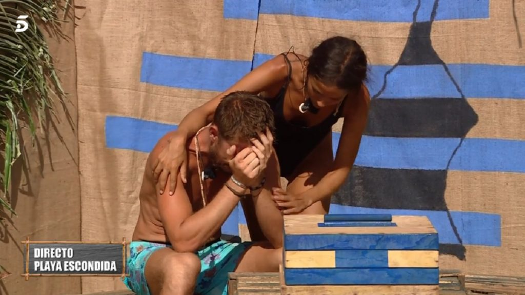 Melyssa Pinto consuela a Tom Brusse después de que Sandra le hay dejado