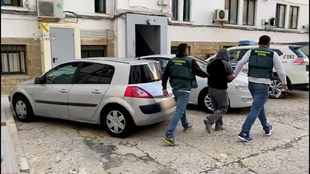 La Guardia Civil detiene a tres personas por proselitismo yihadista en las cárceles