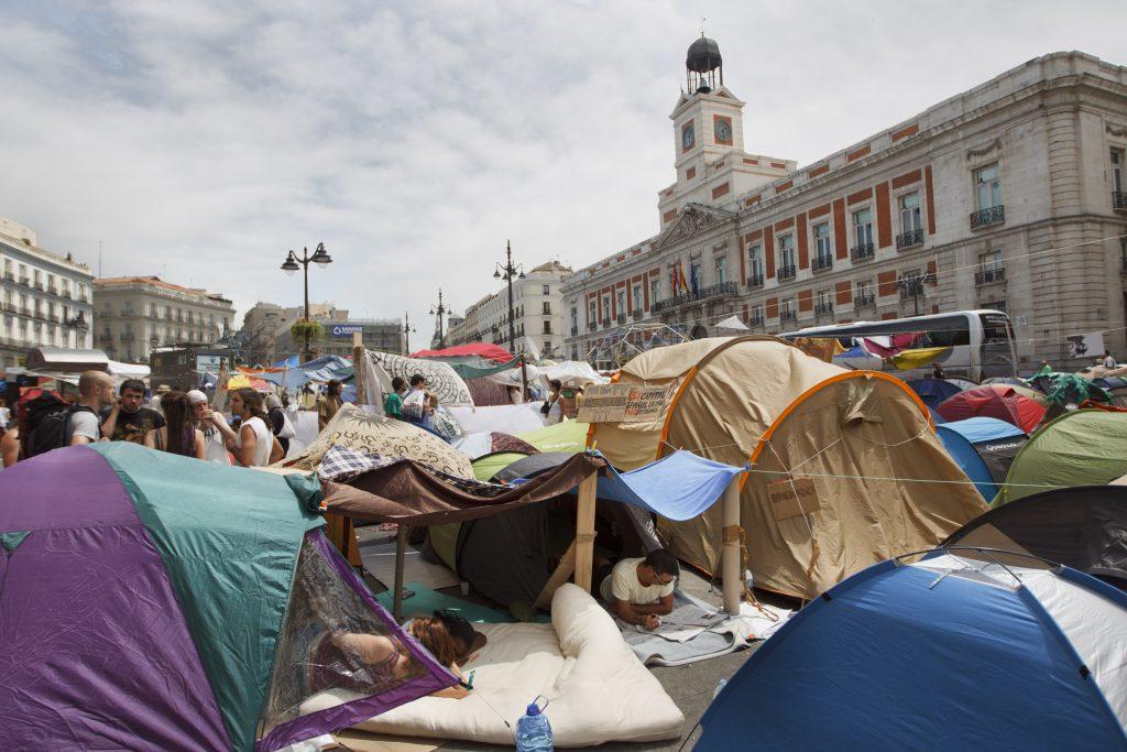 Tiendas de campaña en la Puerta del Sol durante las protestas del 15M