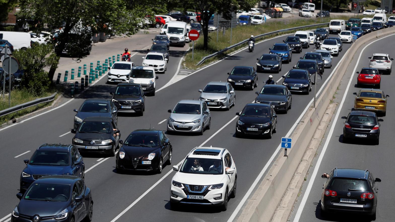 Se disparan un 53% las salidas de Madrid por carretera durante la tarde de este viernes