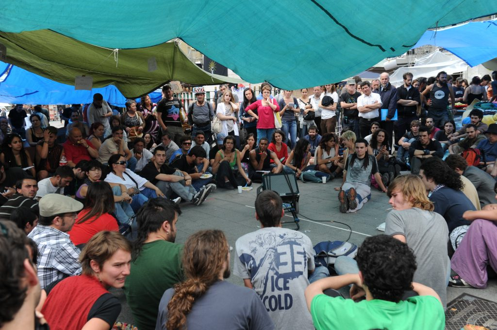 Asamblea en la Puerta del Sol durante el 15M