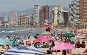 Atascos y playas concurridas en toda España durante el primer fin de semana sin estado de alarma