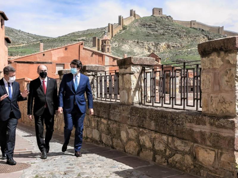 Barones del PSOE y el PP abren un frente común contra la vicepresidenta Ribera