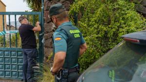 Registran con perros la casa del padre de las niñas desaparecidas en Tenerife