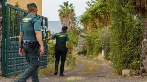 Retoman el rastreo con perros en la casa del padre de las niñas de Tenerife y hallan tierra removida