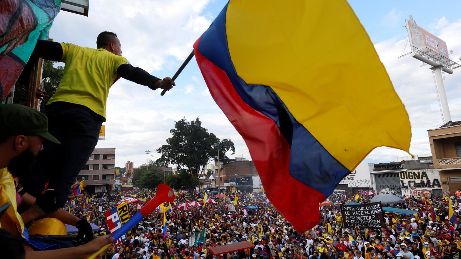 Colombia cierra otra jornada de disturbios y protestas contra el Gobierno