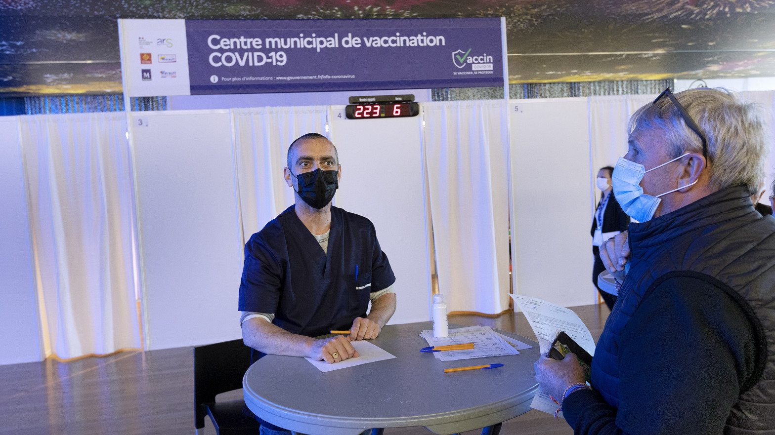 Francia adelanta al 31 de mayo la vacunación para toda la población adulta