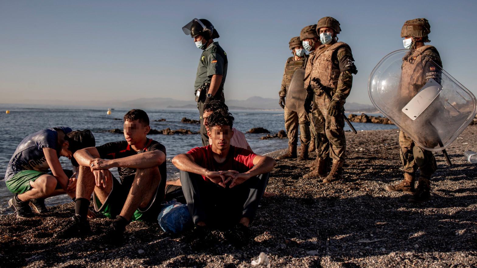 Marruecos engañó a niños para que cruzaran la frontera de Ceuta y ahora sus familias piden ayuda para que regresen