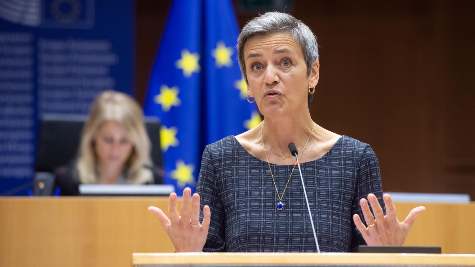 Bruselas multa a UBS, Unicredit y Nomura con 371 millones por un cartel en el mercado de bonos públicos