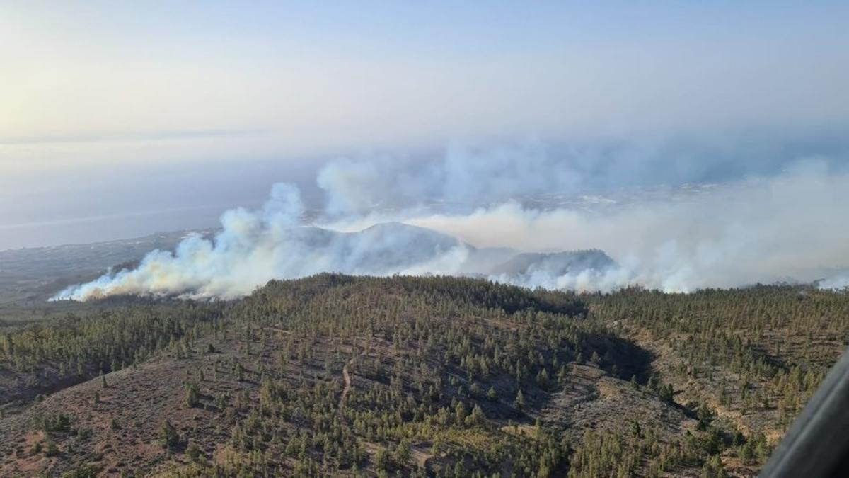 Ascienden a 1.500 las hectáreas de superficie afectada por el incendio de Tenerife