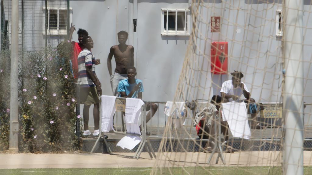 Cientos de marroquíes intentan entrar en Melilla por primera vez y decenas de ellos lo logran