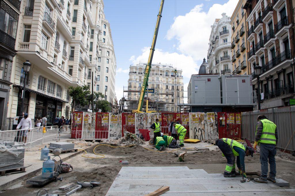 Trabajadores continúan con la obra del metro de Gran Vía