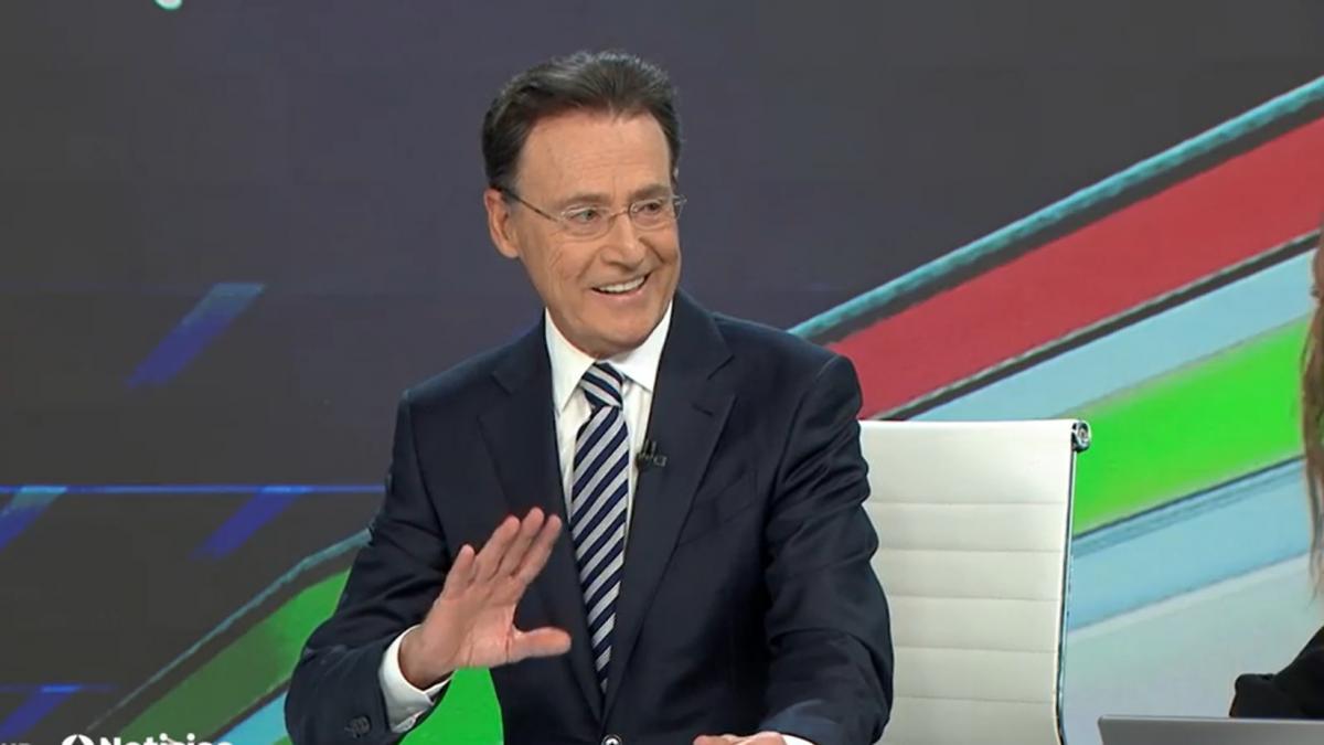 Matías Prats la vuelve a liar al cantar en su informativo de Antena 3