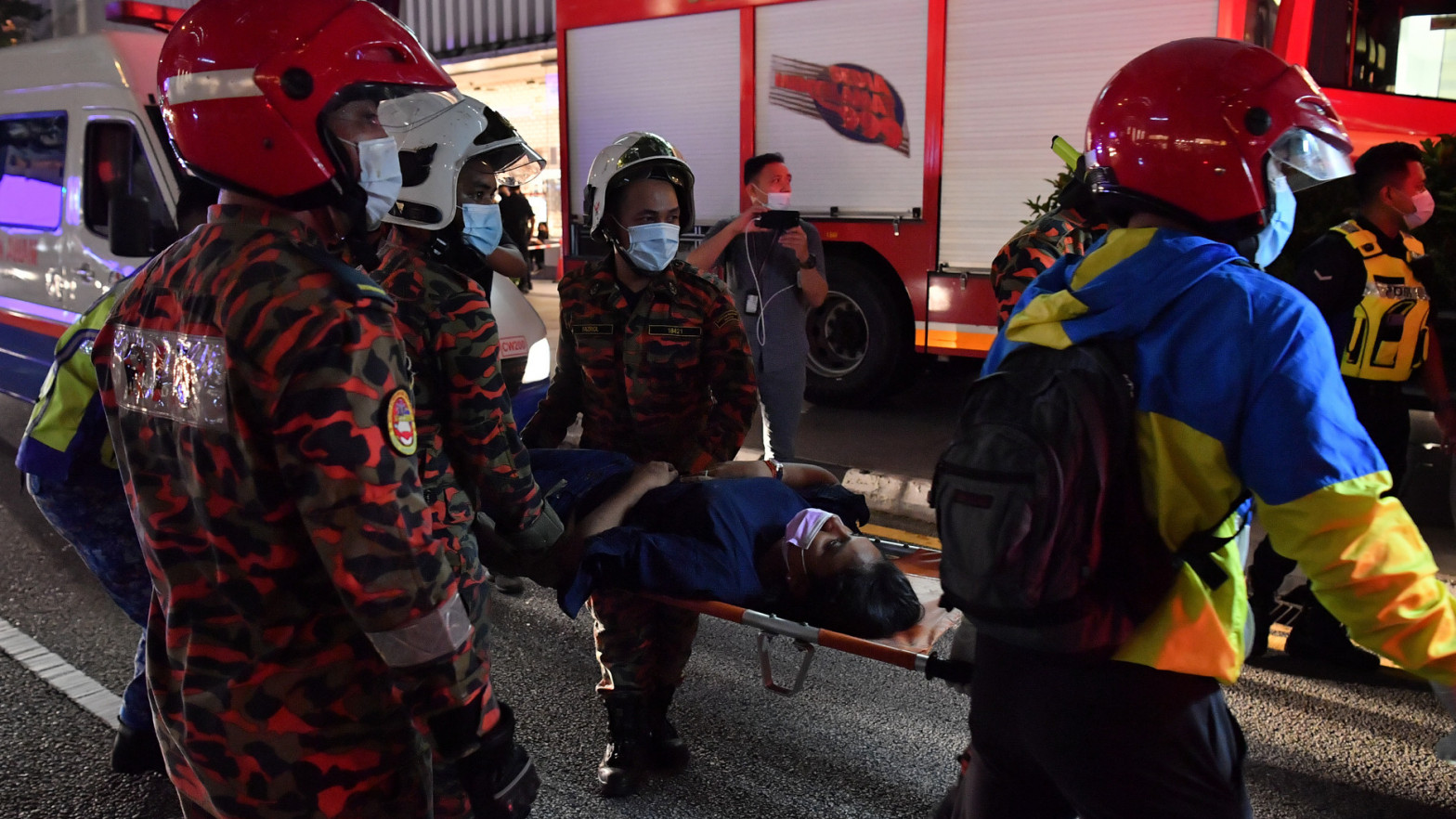 Al menos 213 heridos al colisionar dos trenes del metro de Kuala Lumpur