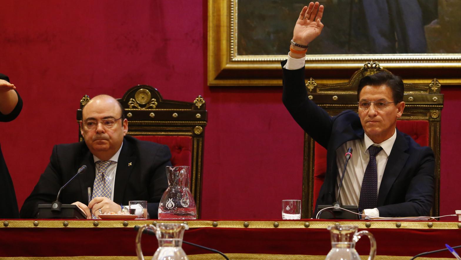 El PP rompe con Ciudadanos en el  Ayuntamiento de Granada para forzar la renuncia del alcalde
