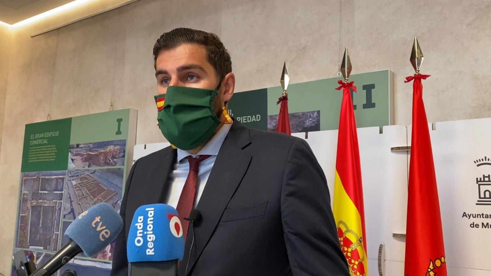 Vox aprueba con PP y Cs en Murcia una moción para que se escuche el himno nacional en las aulas