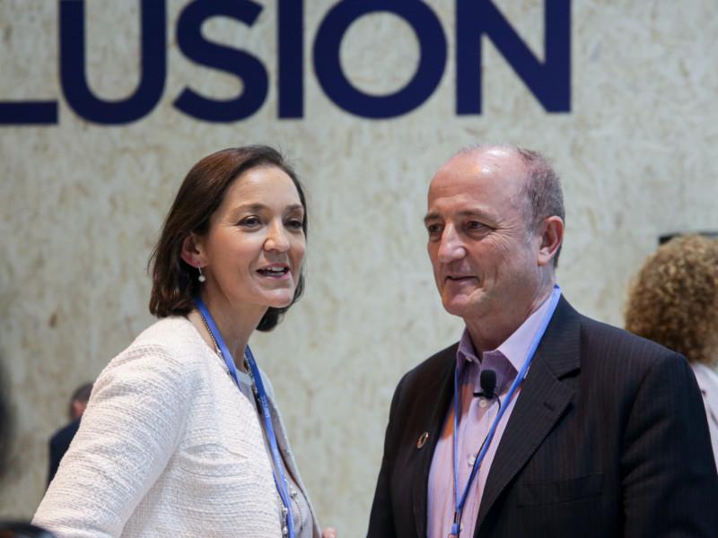 La Ministra de Industria, Reyes Maroto, y el consejero de Indra, Miguel Sebastián, en una imagen de 2019.