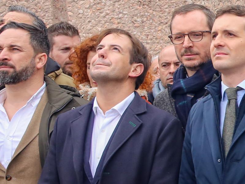 Pablo Casado y Santiago Abascal en la concentración en la Plaza de Colón