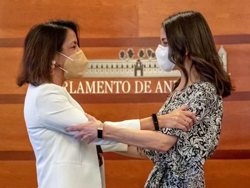 La presidenta de Ciudadanos (Cs), Inés Arrimadas, se reúne con la presidenta del Parlamento de Andalucía, Marta Bosquet.