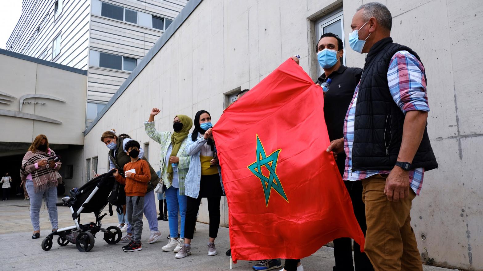 Una veintena de marroquíes protestan ante hospital de Logroño donde está Ghali