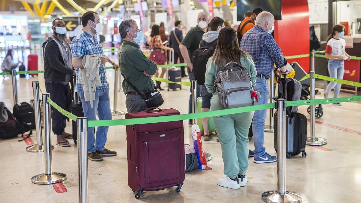 El Gobierno prorroga la limitación de vuelos con Brasil y Sudáfrica y la cuarentena a viajeros de India